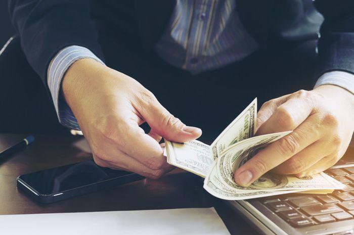 Sudah Kembali Bekerja, Begini Cara Mengatur Keuangan untuk Anak Muda